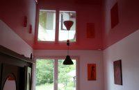 chambre-plafond-tendu-rouge-laque