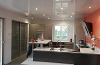 cuisine-plafond-tendu-laque-blanc-renovation