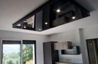 cuisine-plafond-tendu-noir-laque