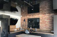 cuisine-plafond-tendu-noir-laque-renovation