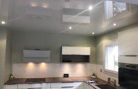 cuisine-plafond-tendu-laque-gris