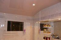 salle-de-bain-plafond-tendu-rose-laque