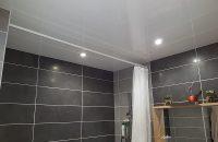 salle-de-bain-plafond-tendu-laque-blanc-1