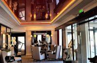 couloir-hotel-plafond-tendu-rouge-laque