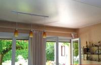 plafond tendu entre poutre apres salon