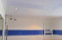 plafond tendu entre poutre apres salle de bain